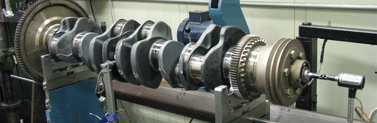 Un cigüeñal en reparación por Maquinas Rutt, Inc.